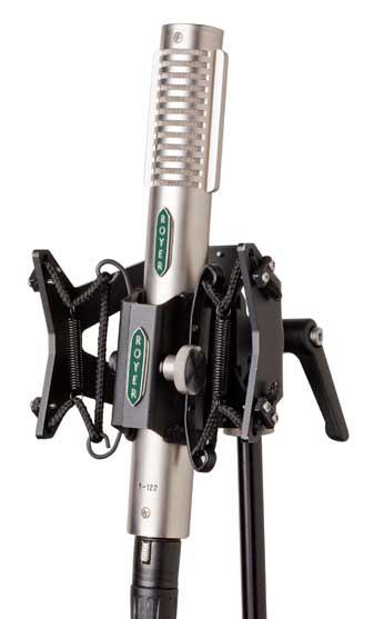 Soporte Sling-Shock de Royer Labs y el micrófono R122